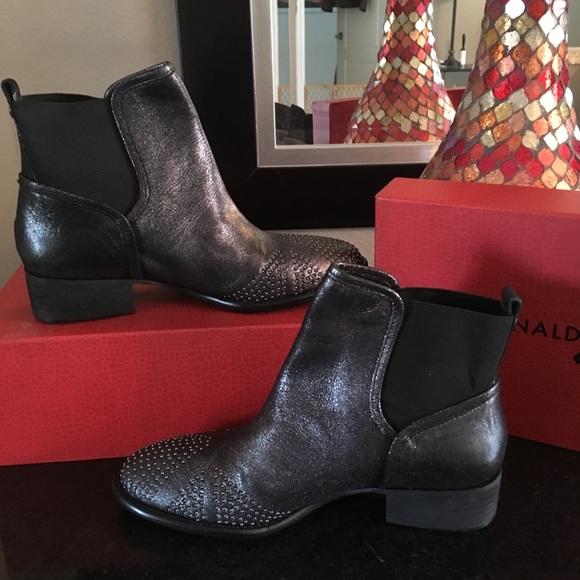 Donald J. Pliner Shoes - ♦️Donald J. Pliner Boots New